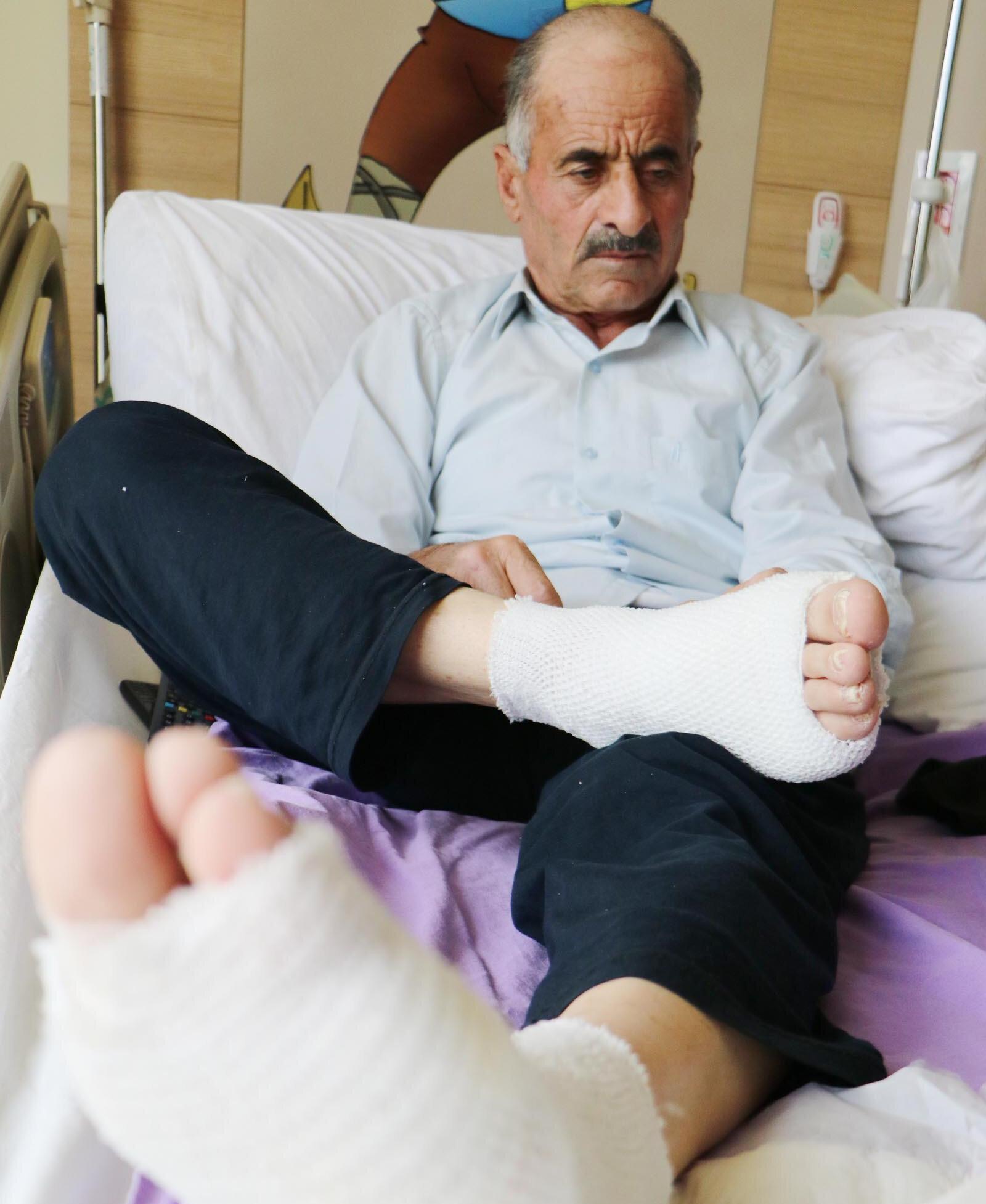 Akıma kapılan 10 çocuk babası Memduh Kaya'ın (69) ayak tabanları patladı.