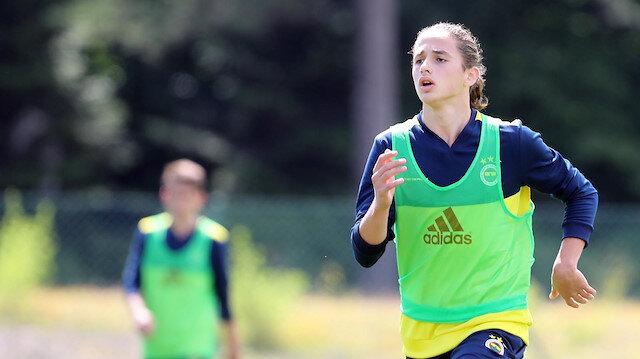 Fenerbahçe, Arda Okan Kurtulan ile 3 yıllık profesyonel sözleşme imzaladı
