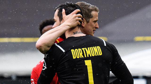 Bundesliga'da unutulmayacak olay: Son maçında penaltı attı kaleci hareketsiz kaldı
