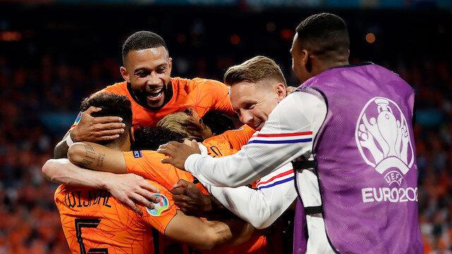 Hollanda lider çıkıyor