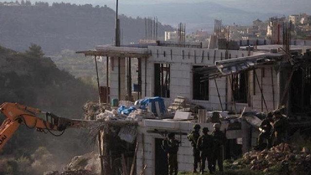 الضفة.. إخطارات إسرائيلية بهدم 21 منزلا ومسجدا تحت الإنشاء
