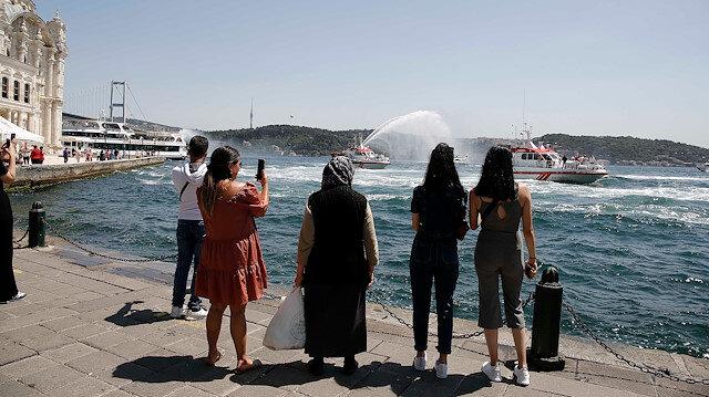 15 Temmuz şehitleri için Boğaz'da saygı geçişi