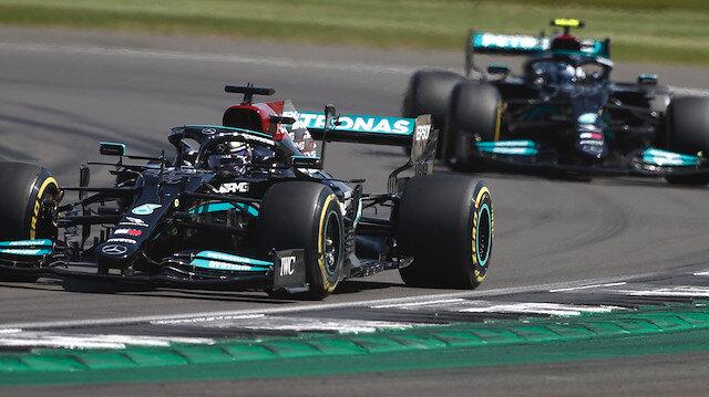İngiltere'de nefes kesen son: Hamilton 10 saniyelik cezaya rağmen kazandı