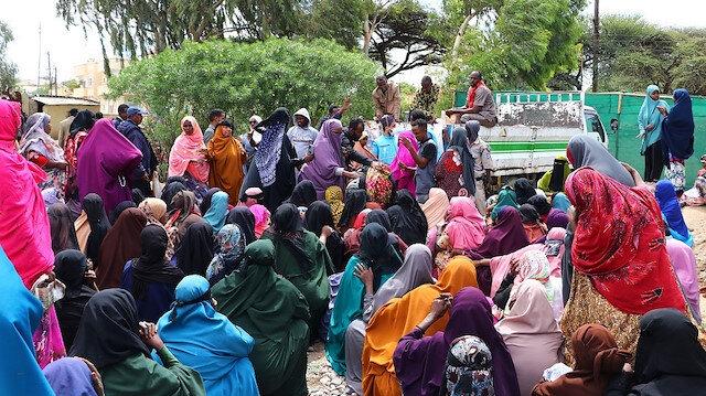 """""""أرض الصومال"""".. وقف تركي يمد يد العون للمحتاجين في العيد"""