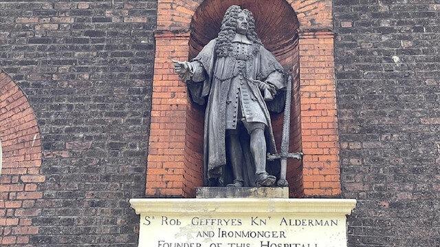 تجارة الرقيق.. هل تُسقط تمثال جيفري في لندن؟