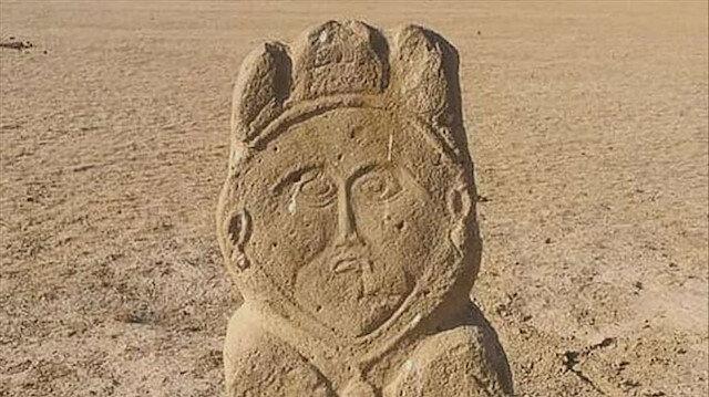 كازاخستان.. العثور على تمثال حجري من العصر التركي القديم