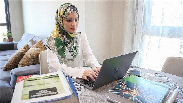 ياسمين نايال.. سورية هربت من الحرب وتفوقت أكاديميا بتركيا
