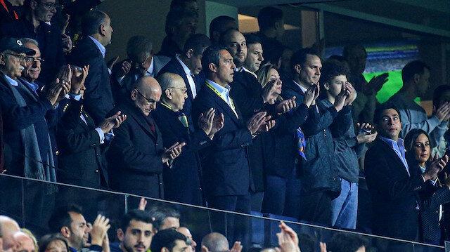 Fenerbahçe Başkanı Ali Koç, Antalyaspor maçında bir taraftarı yanına çağırdı: İşte o konuşmalar