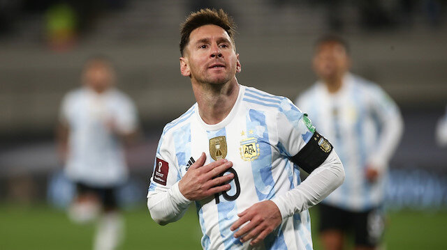 Messi hat-trick yaptı, Pele'yi geçti