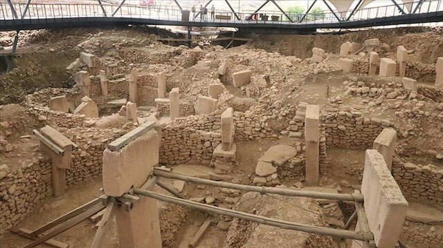 """بعناية وصبر.. تنظيف القطع الأثرية في """"كوبكلي تبه"""" جنوبي تركيا"""