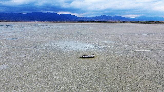 """الجفاف يطال بحيرة """"قراطاش"""" غربي تركيا"""