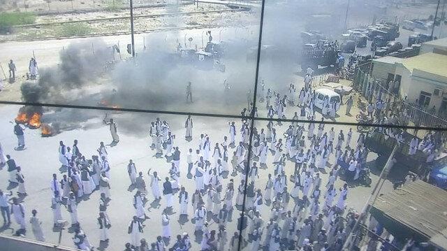 """السودان.. محتجون يغلقون مطار بورتسودان رفضا لـ""""مسار الشرق"""""""