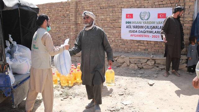 """""""الإغاثة التركية"""" تقدم مساعدات غذائية لمشفيين في كابل"""
