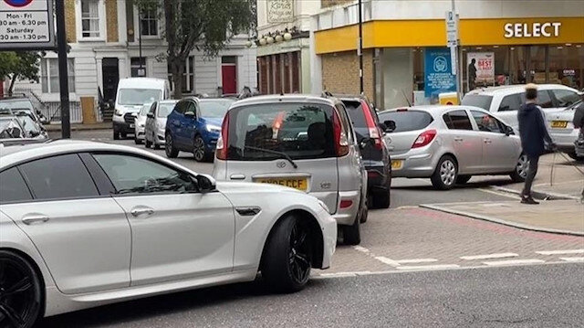 لندن.. طوابير سيارات طويلة أمام محطات الوقود