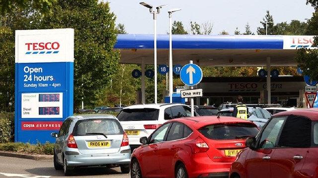 وزير النقل البريطاني يحمل قطاع الشحن مسؤولية أزمة الوقود