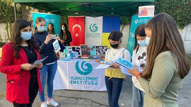 """""""يونس إمره"""" ينظم برنامجًا تعريفيًا باللغة التركية في رومانيا"""