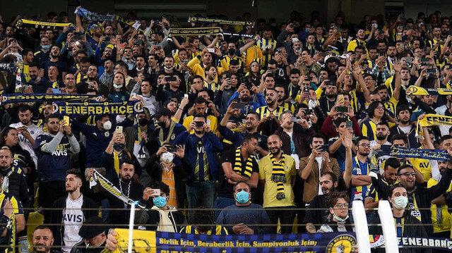 Kadıköy'de taraftarlar futbolcuları ıslıkladı