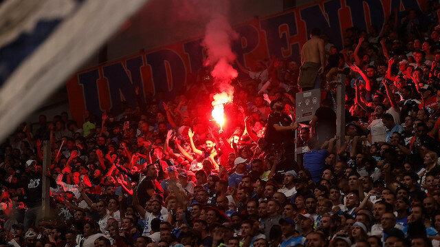 Marsilya-Galatasaray maçı sahaya atılan meşaleler nedeniyle durdu