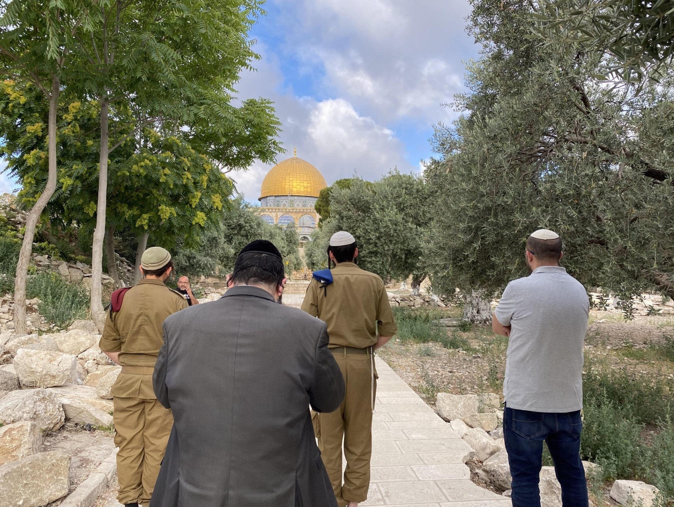 Karar sonrası fanatik Yahudilerin Aksa'daki ilk