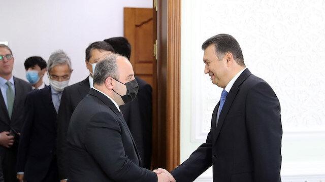 وزير الصناعة التركي ورئيس وزراء طاجيكستان يبحثان علاقات البلدين