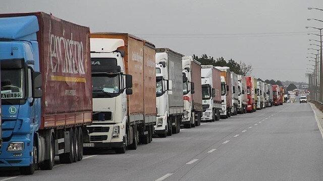 عبر تركيا.. 103 شاحنات مساعدات أممية تدخل إدلب السورية