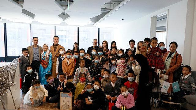 """الصين.. معهد """"يونس إمره"""" يستضيف طلاب مدرسة ابتدائية"""