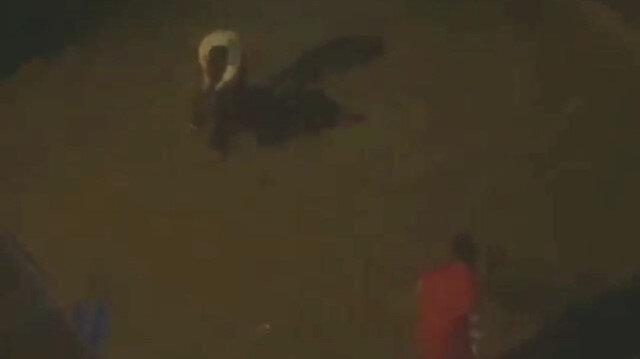 Sultangazi'de zihinsel engelli genci darbeden kişi kamerada