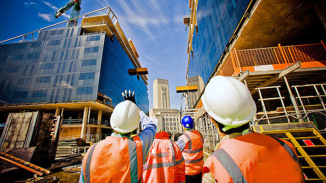 Türk müteahhitlerinden yurt dışında 17,7 milyar dolarlık iş