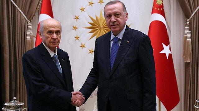 """أردوغان وباهتشلي يزرعان شجرًا تذكاريًا في """"حديقة العاصمة الوطنية"""""""