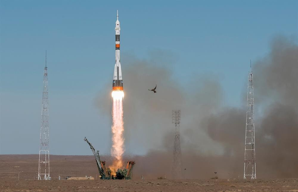 Soyuz rocket fails in mid-air, two-man US-Russian crew lands safely