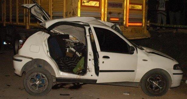 Otomobil TIR'ın altına girdi: 4 ölü
