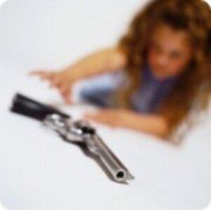 Silahla oynarken kardeşini vurdu