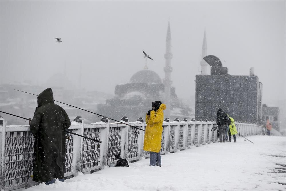 Snow blankets Istanbul