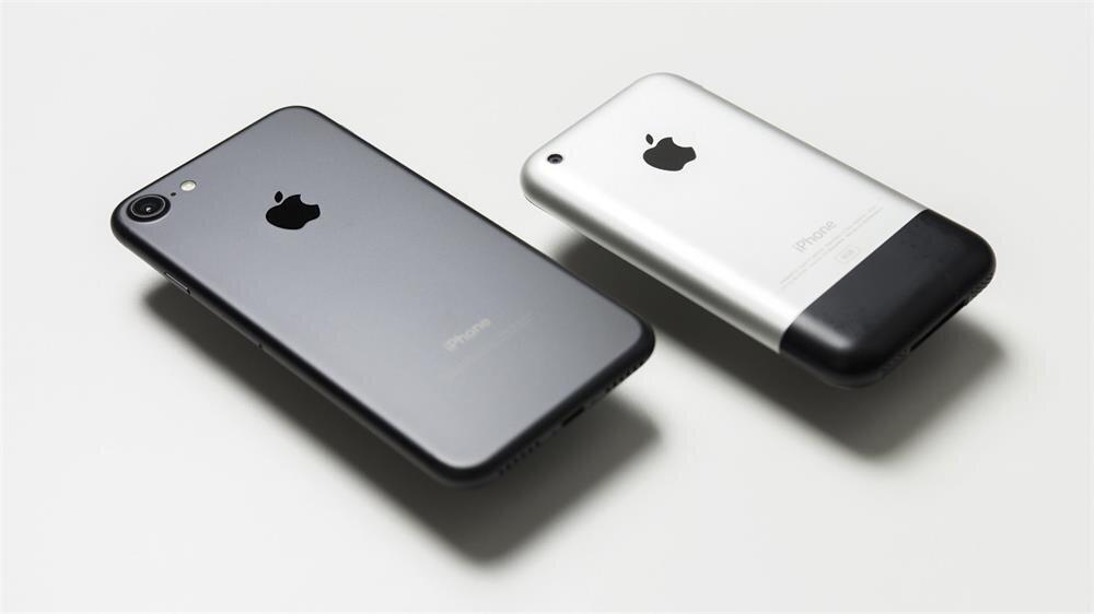 Apple'ın 2007 yılında tanıttığı iPhone, telefon anlayışını baştan aşağı değiştirdi.