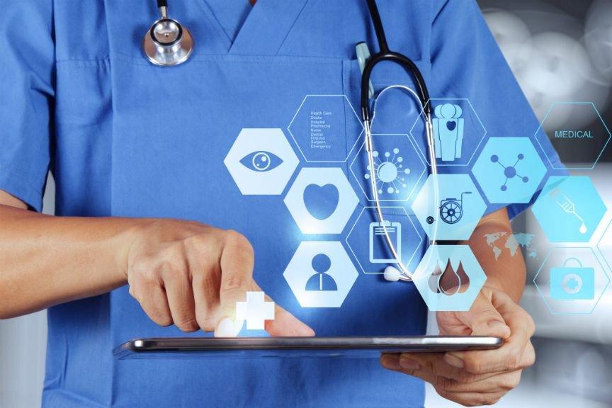e-Nabız, her vatandaşın 7/24 güvenli bir şekilde kişisel tüm temel sağlık bilgilerini takip edebildiği ve hemen hemen her yerden ve bütün sağlık kuruluşlarından sağlık verilerine detaylı şekilde ulaşabildiği bir kişisel sağlık veri sistemidir.