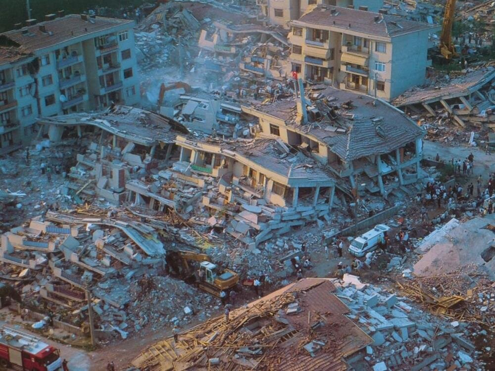 """""""Deprem geçecek, hayat devam edecek"""" yaklaşımıyla, 2000 yılında Doğal Afet Sigortaları Kurumu kuruldu."""