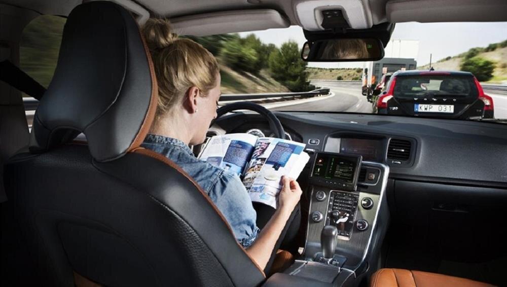 Yenilenebilir enerji ile çalışan araç teknolojisinin gelişmesi ile birlikte hız kazanan sürücüsüz araç teknolojisi yakın zamanda insanlığın kullanımına sunulmayı bekliyor.