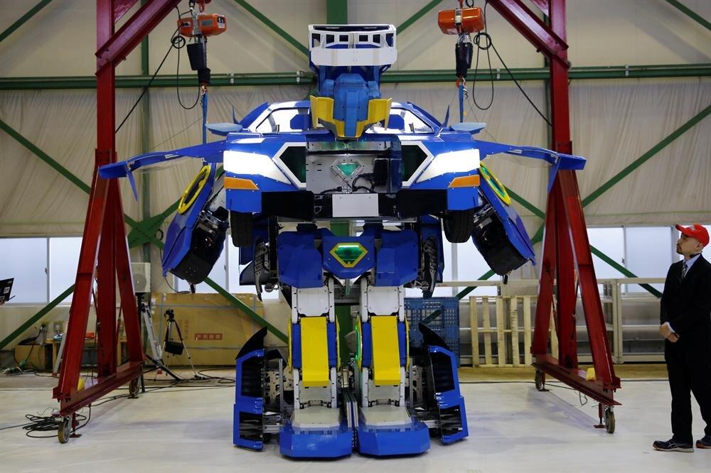 Japan unveils robot that transforms into car