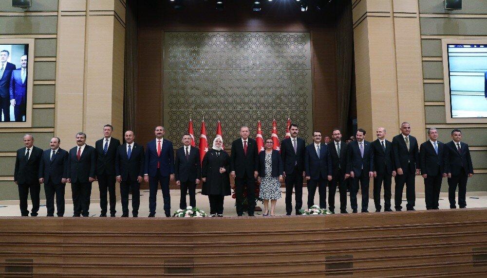 Cumhurbaşkanı Erdoğan yeni kabineyi açıkladı.
