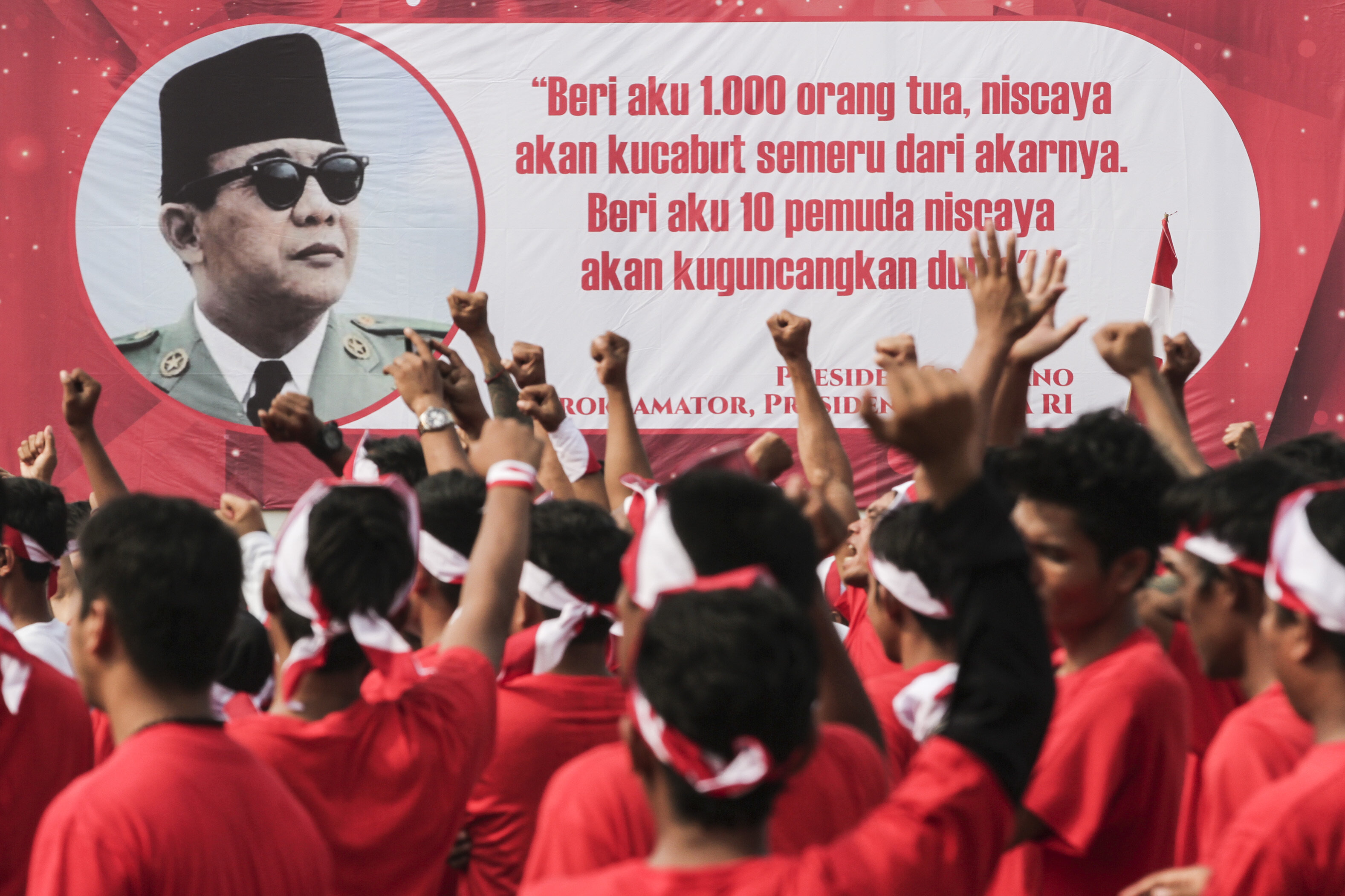 Prisoners celebrate the 74th Indonesian independence