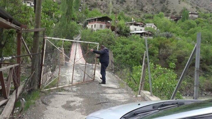 أهالي قرية تركية يعزلون أنفسهم بسبب كورونا بطريقة غريبة!