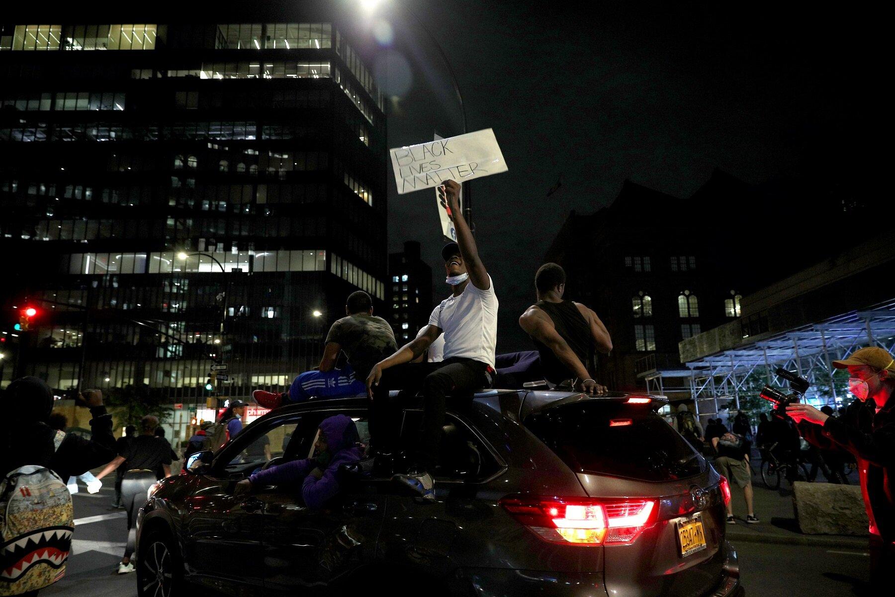 لليوم الثامن على التوالي الاحتجاجات المناهضة للعنصرية تتواصل بالولايات المتحدة