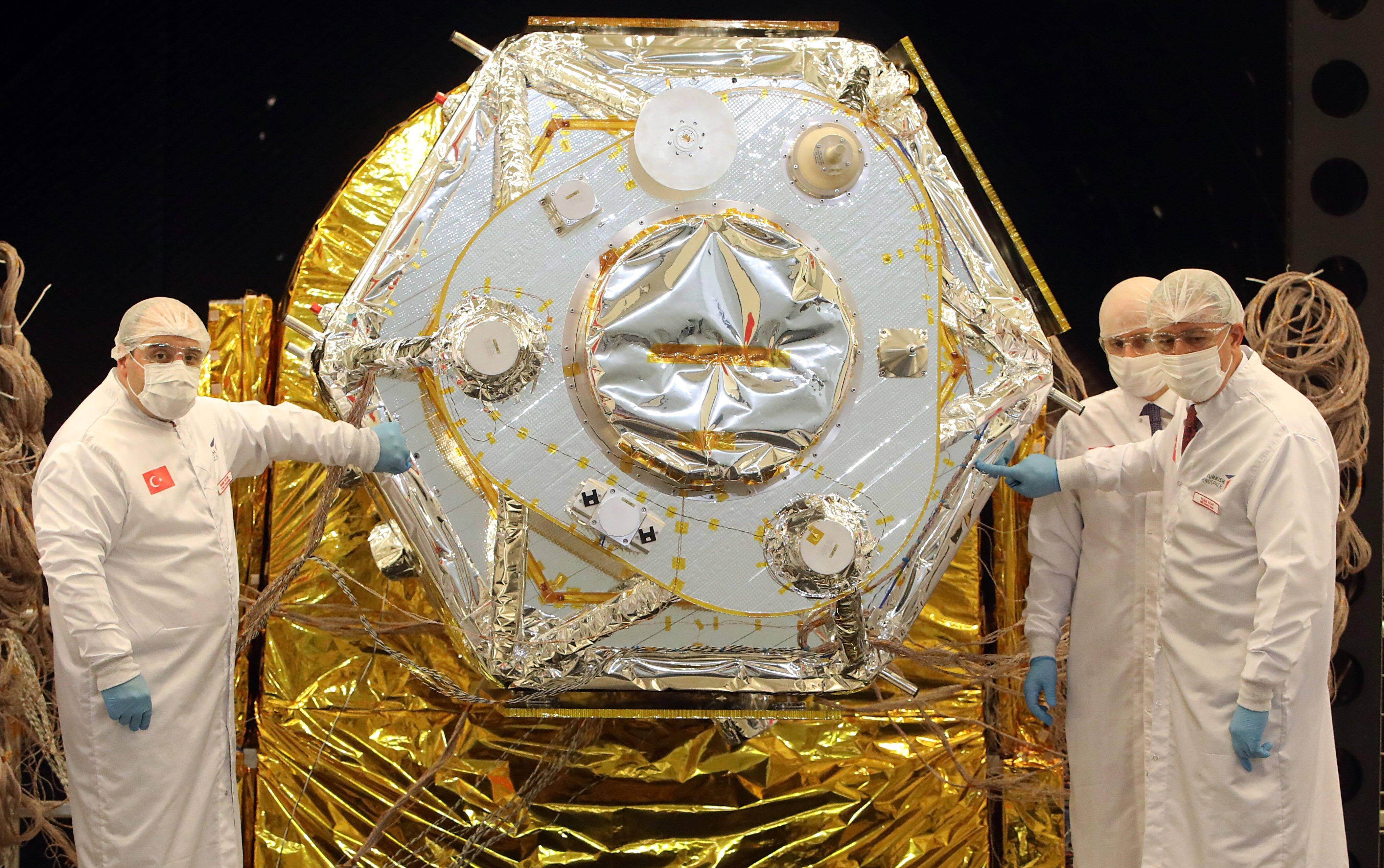 تركيا تنتج أول قمر صناعي للرصد والمراقبة