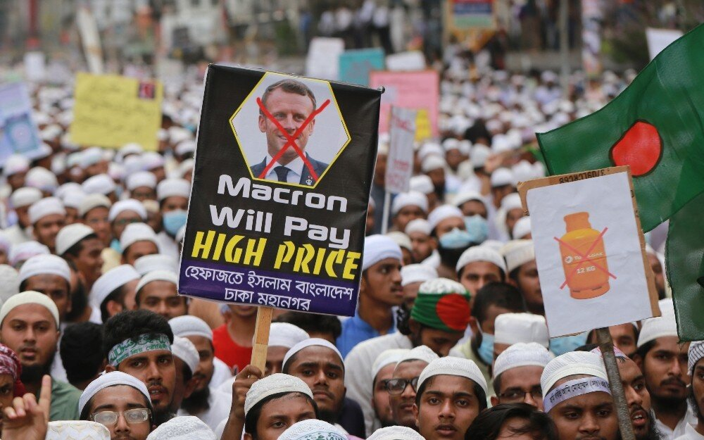 Thousands of Muslims in Bangladesh call for boycott of French products
