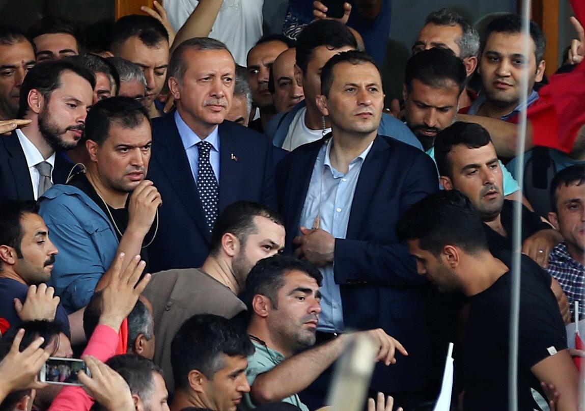 Havalimanı'nda toplanan kalabalığa hitap eden Erdoğan, darbecileri alçak olarak tanımladı.