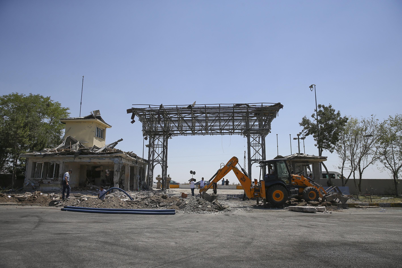 Darbeci hainlerin iki defa F16'lar ile bombaladığı ve 47 şehit verdiğimiz Gölbaşı kampüsünün onarım çalışmaları başlatıldı.