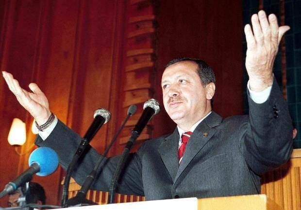 9 Mart 2003'te gerçekleştirilen ara seçimlerinde Siirt milletvekili olarak meclise girdi, 14 Mart 2003'te başbakanlık görevine geldi.