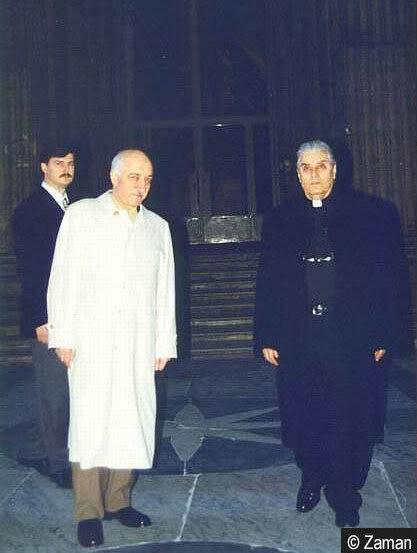 Gülen, 1998'te Vatikan'ın İstanbul Temsilcisi George Maroviç'in aracılığı ile  Vatikan'a davet edildi.