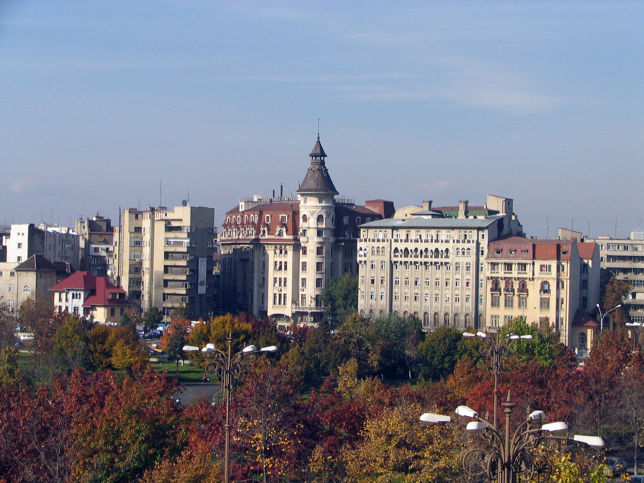 Doğu Avrupa'ya da gitmeyi ihmal etmeyen terör örgütünün Romanya'da 24 okulu bulunuyor.