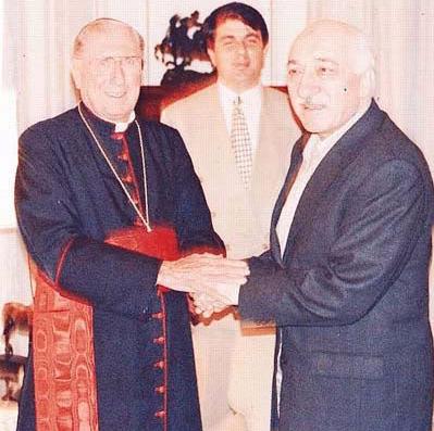 """Eylül 1997 yılında New York'a giden Gülen, Katolik âleminin önemli kardinallerinden New York Kardinali John O'Connor ile görüştü. Gülen görüşme ile ilgili olarak, """"Musevi Cemaati ile çok iyi anlaşıyoruz. Bartalemous ile de görüştük. Görüşmemizden sonra Bartalemous, ABD'ye gitti anlattı sonra da Kardinal (O'Connor) ile görüşme imkânımız oldu"""" açıklamasında bulundu. Gülen ABD'de Musevi Cemaati ile de görüştüğünü ve ABD'deki Musevi Cemaati'nin kendisine """"ABD'de açacağınız okullara destek olalım"""" dediğini söyler."""